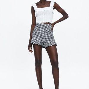 Zara   Ruffled Black and White Shorts Size M